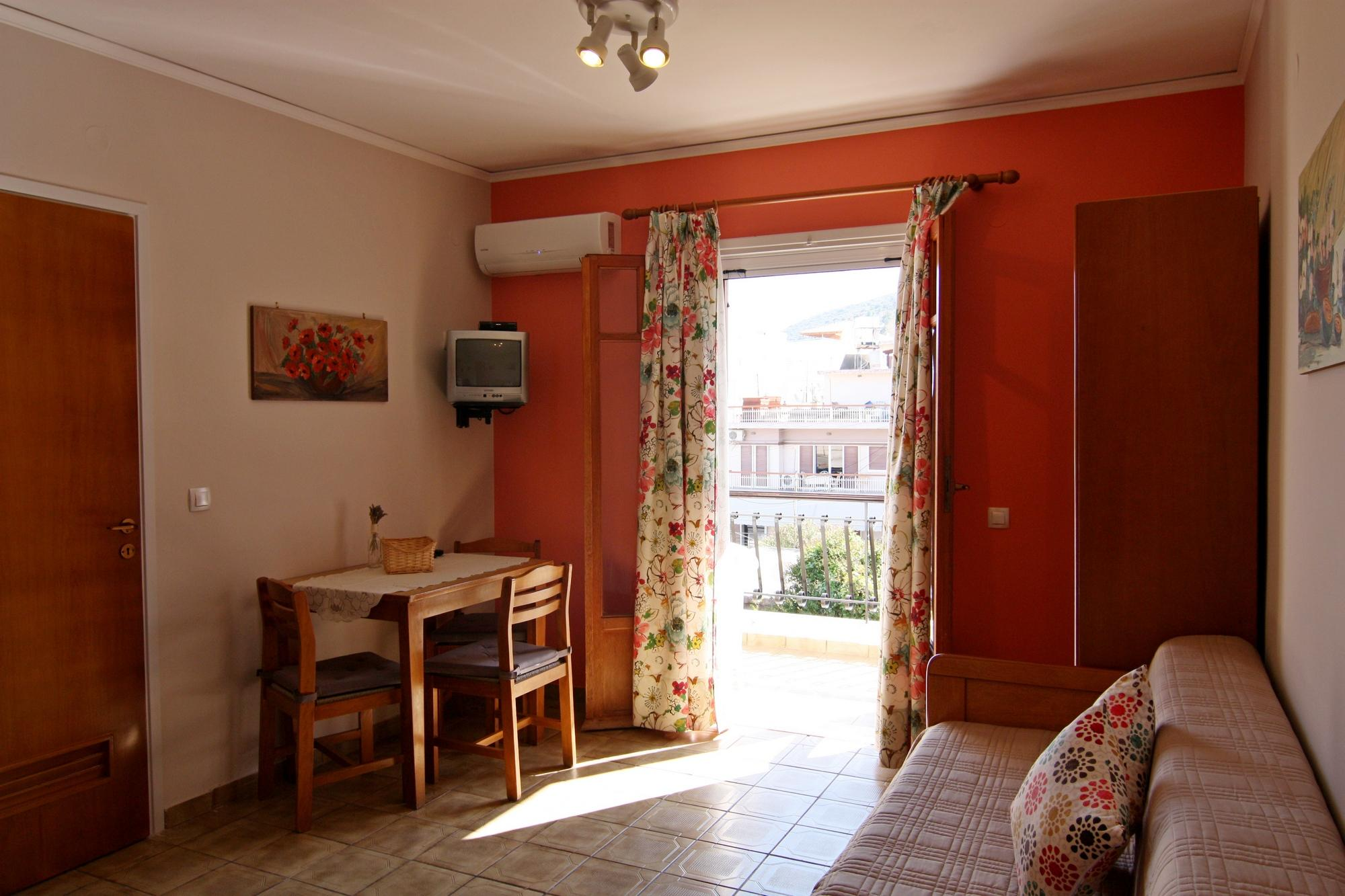 Family apartments for summer holidays in tolo